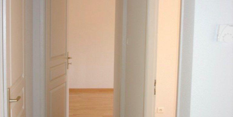 0607 Ai A gauche Couloir vers les chambres et les WC