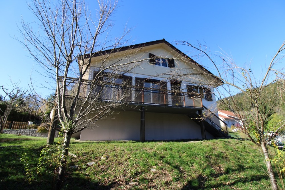 GERARDMER, Maison F6 5 chambres / Grand Garage / Balcon / Terrain clos